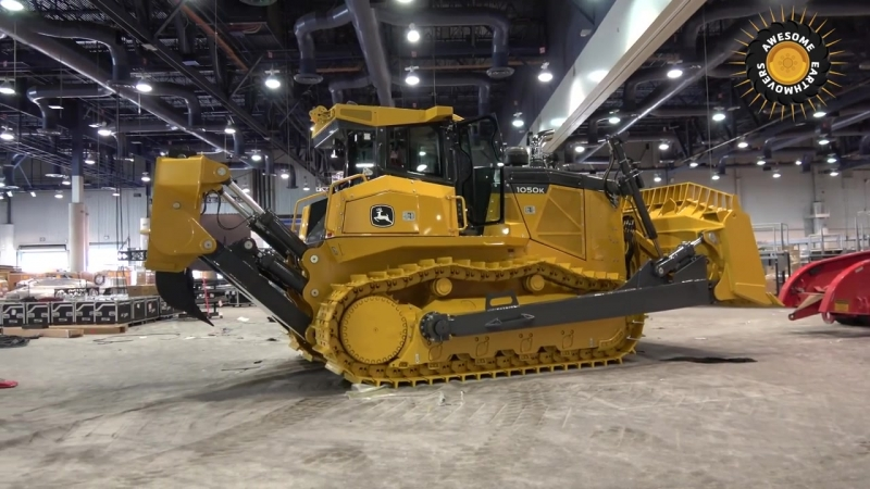John Deeres biggest bulldozer moving out of Conexpo 2017