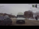 В Ульяновске водитель маршрутки не захотел стоять в пробке и выехал на встречку.