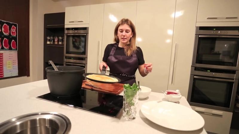 Шеф-повар готовим блинчики скороспелые