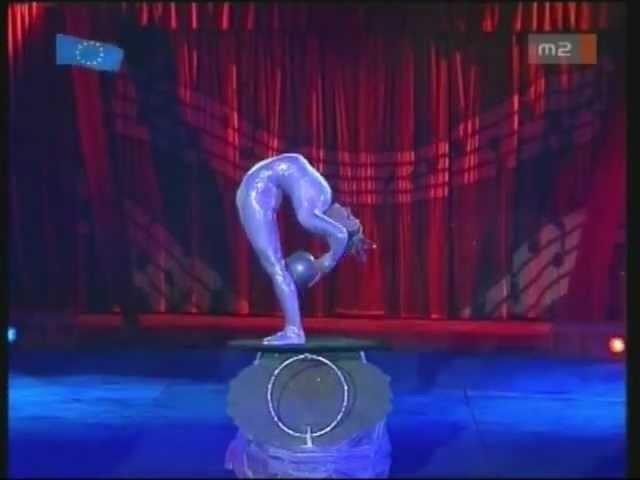 Contortion-Flexible Girl in the Moira Orfei Circus (másolat)