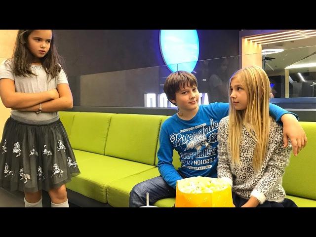 ПЕРВАЯ ЛЮБОВЬ ссоры, предательство и слезы!! Сериал для детей kids children