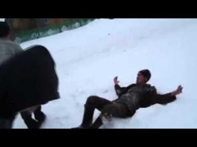 Водитель набросился на снегоуборщика в Трехгорке