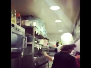 Давид Луис поработал поваром в одном из ресторанов Парижа