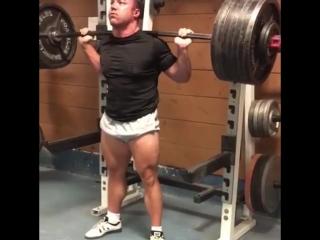 Дамьен Пеццути - присед 320 кг