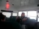 девушка подпрыгнула в автобусе (прикол)