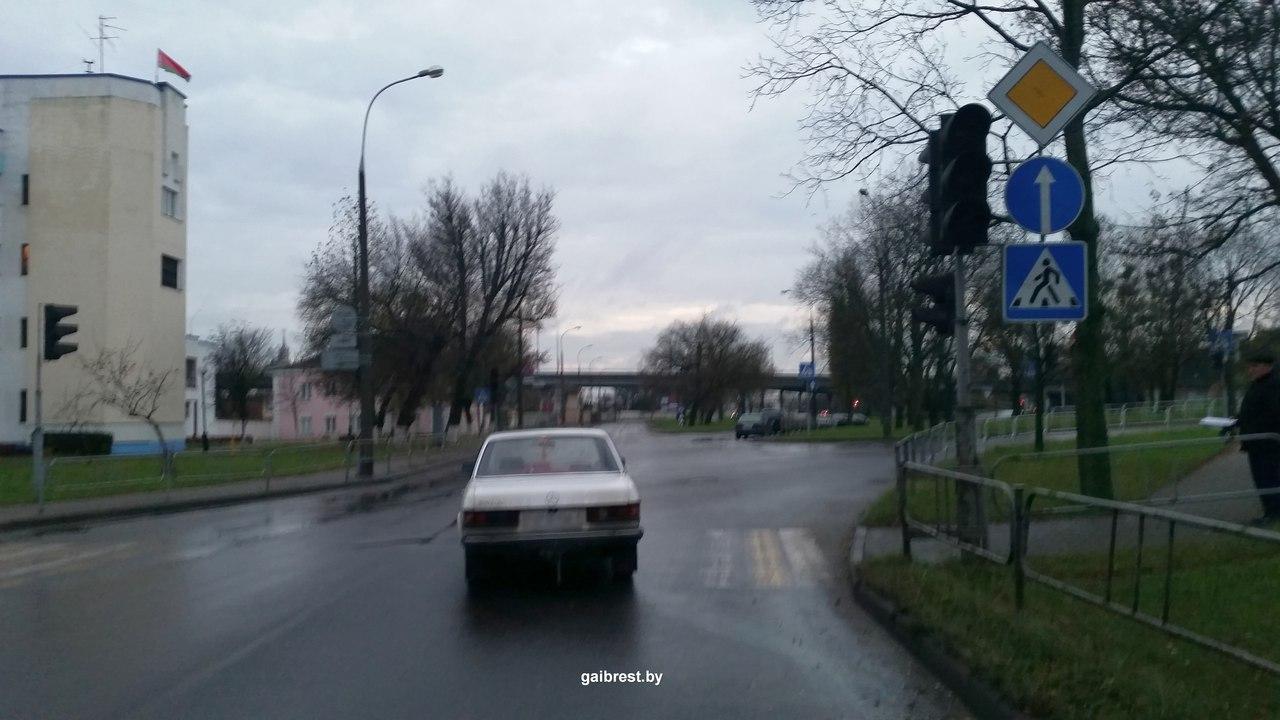 Брест: на пешеходном переходе по ул. ГОБК сбили женщину