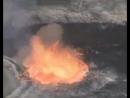 Надпись в видео: Смотрите, что бывает, когда камень кидают в вулканическую лаву. Теперь спросите себя, что будет, если Аллах кин