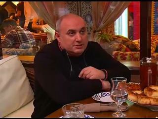 Мэр г. Махачкала Мусаев на ифтаре с коллегами оценивает пр. Расула Гамзатова