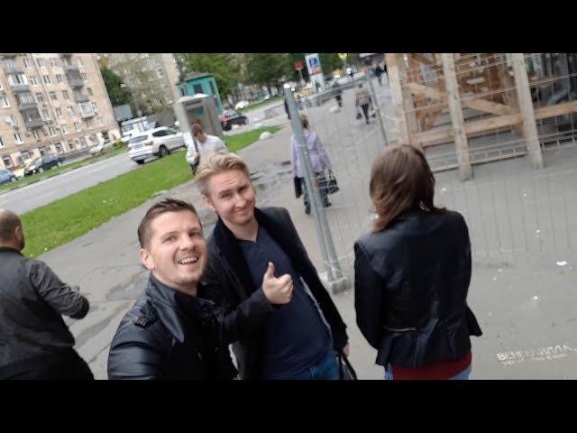 Селфи с незнакомцами на улицах Москвы
