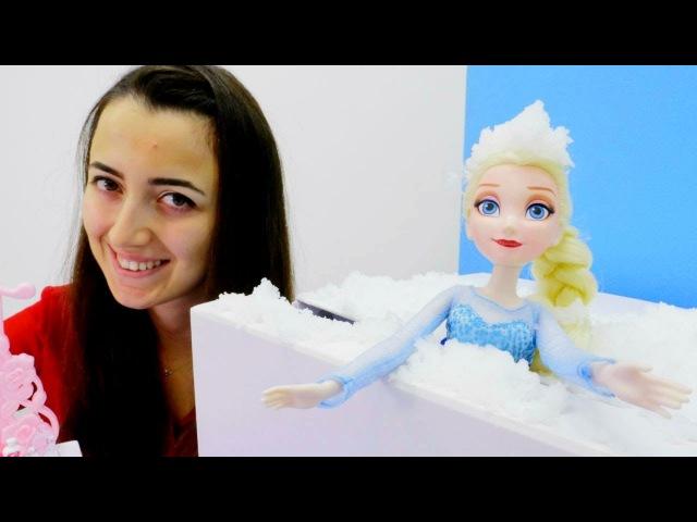 Elsa SPA Salonunda. Kız oyunları ve oyuncakları.