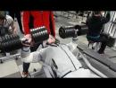 С тренировки грудных - жим гантелей по 60 кг. лежа на наклонной скамье💪
