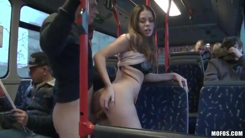 Порно подглядывание в окно частного дома жарко