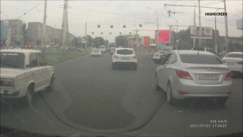 Проезд под кирпич, движение не по полосамкрасный светофор