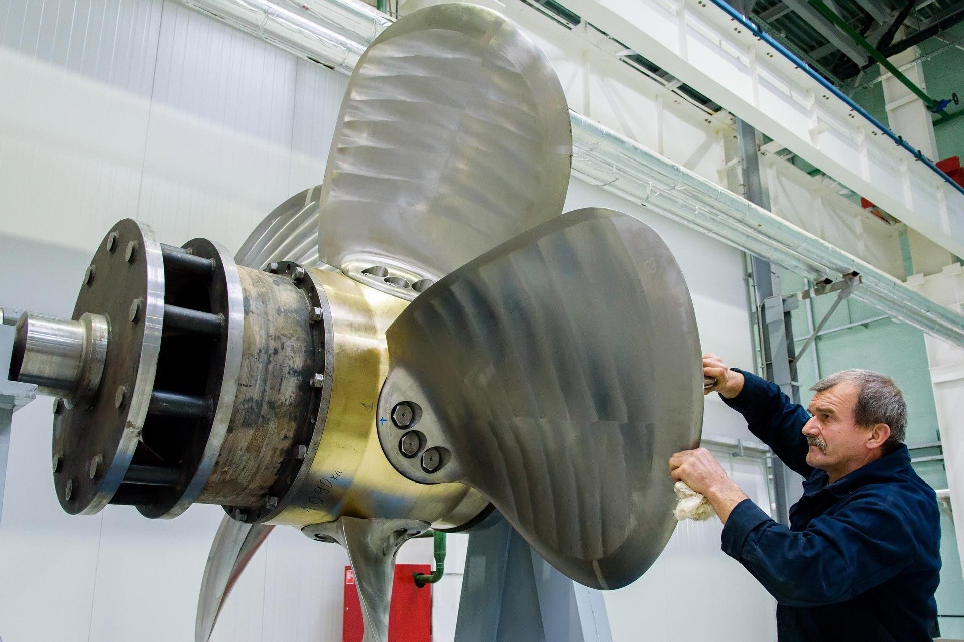 Губернатор Калужской области Анатолий Артамонов побывал на боровском Опытном заводе «Вега»