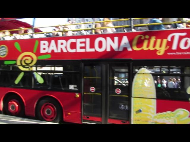 Барселона, Испания. Экскурсионный автобус Barcelona City Tour. Саграда-Фамилия