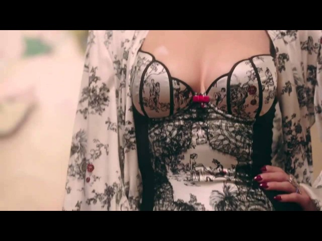 Dita von teese lingerie show - Art and vintage lingerie collections