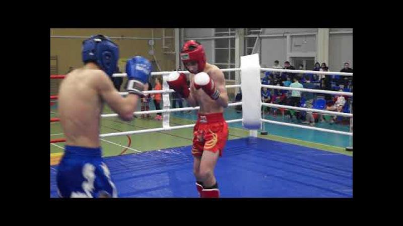 Михаил Канцарин (красный угол) Кикбоксинг К-1 полуфинал