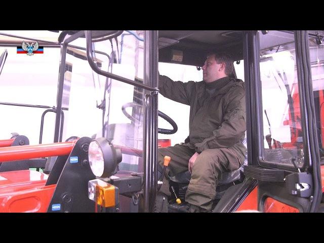 Глава ДНР посетил Торезский завод, выпустивший первые в Республике экскаваторы