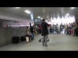 Красивая музыка. Новый Арбат. Москва. Street Performers in Arbat Street, Moscow