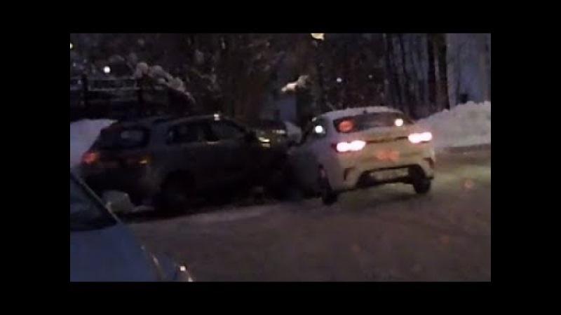 Разбил чужое авто и скрылся