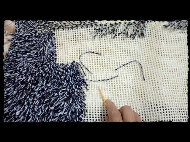 Ensinando fazer o tapete na talagarça