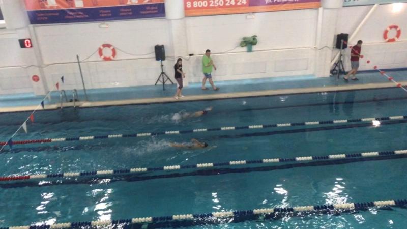 На крайней дорожке-мой герой 💪🏻💪🏻💪🏻 потом был ещё один заплыв, по времени он опередил четверых соперников 👍🏻
