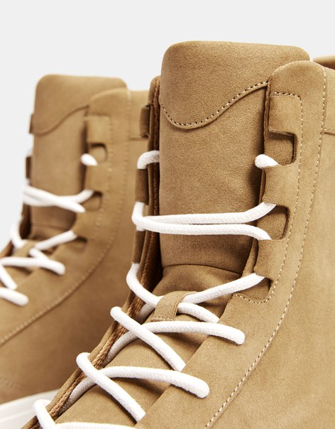 Мужские кроссовки со шнурками