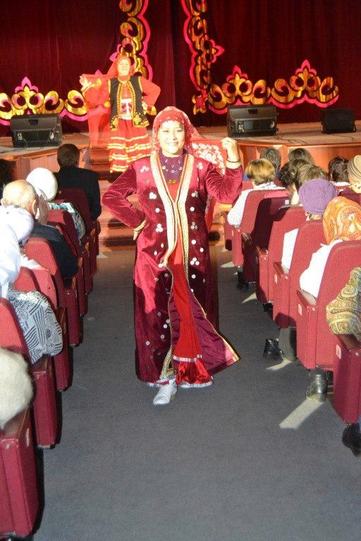Дефиле башкирского национального костюма в ГДК 5 октября 2017 г.