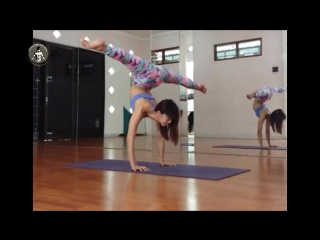 SLs Insane Yoga Girl Extreme Flexibility Stretching - Yenny Christine