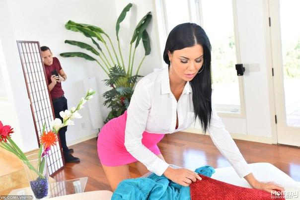 Buxom brunette secretary Jasmine Jae letting large tits loose at work № 403380 бесплатно