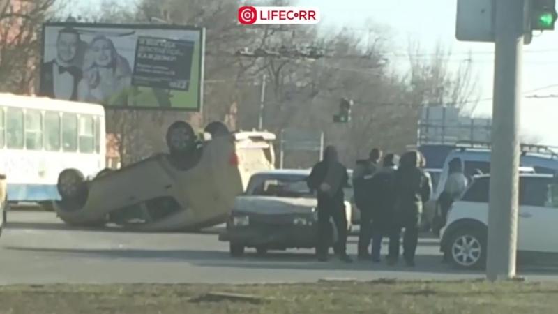 Броневик инкассаторов перевернулся в ДТП в Ростове-на-Дону
