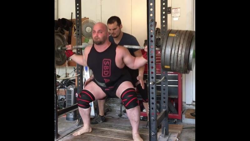 Деннис Корнелиус - присед 388 кг на 4