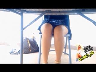Красивые ножки школьницы / Скрытая съёмка под столом