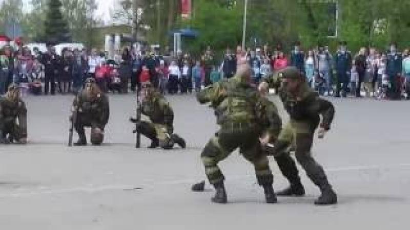 Показательное выступление роты ПДБ на 9 мая