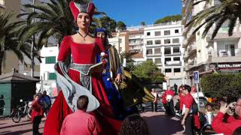 Поход гигантов или игры для взрослых в Испании! Lloret de Mar, fiesta. www.lloretholiday.com