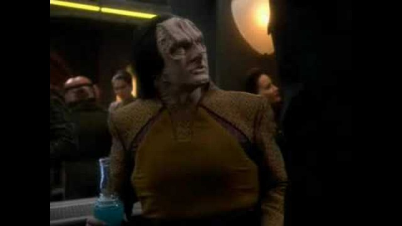 Garak invites Bashir to his quarters