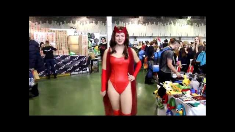 Cosplay Girls In Shiny Tight Outfits At Game Film Expo