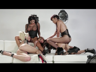 Domino Presley, Venus Lux, Aubrey Kate and Jessica https://vk.com/trans.trap.footfetish