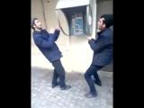 В Баку застывшие в наркотическом угаре мужчины стали объектом насмешек