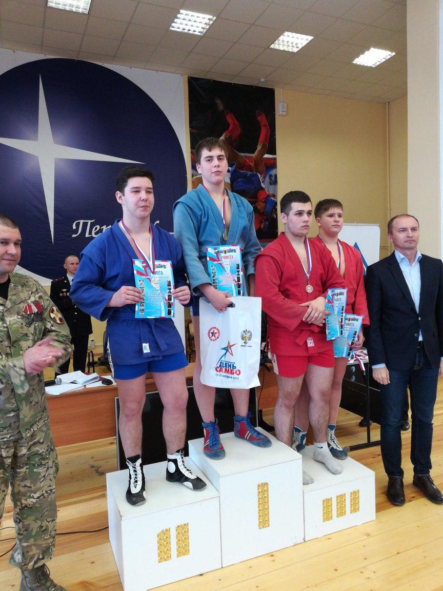 Чемпионат Карелии по самбо проходит в зале ПетрГУ.