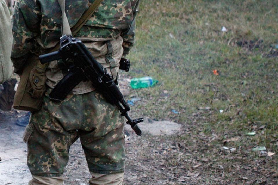 Жителя Абхазии гулявшего в Урупском районе с автоматом Калашникова осудили на 3 месяца