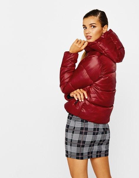 Дутая куртка с капюшоном