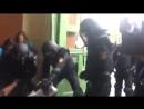 Dictature en marche Images impressionnantes de violences policières contre les Catalans se rendant aux urnes
