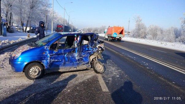 Под Ельцом междугородный автобус протаранил легковой автомобиль
