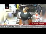 Mujer entra a zona de autoservicio sirviéndose ella misma su propio pedido