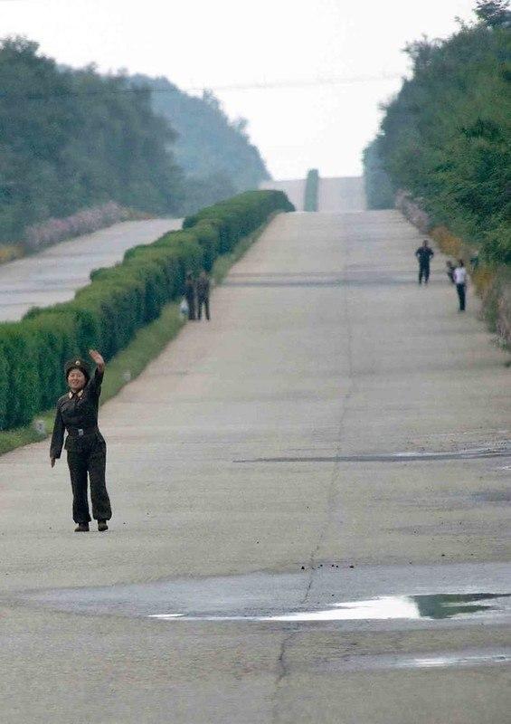AUvGGakXl9w - Что нельзя фотографировать в Северной Корее: 30 фото