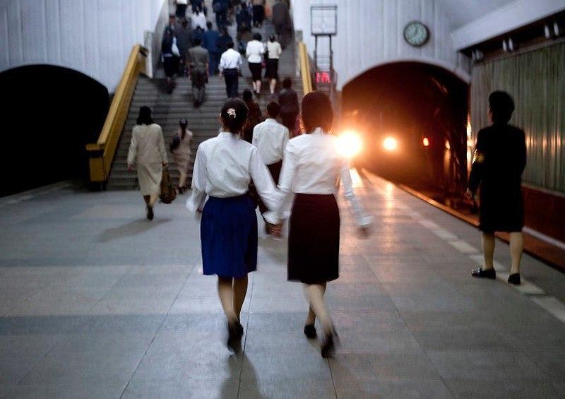 hXTgdxI 6uw - Что нельзя фотографировать в Северной Корее: 30 фото