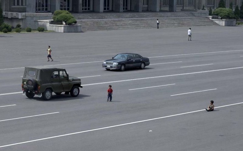 SGld6N87Gk0 - Что нельзя фотографировать в Северной Корее: 30 фото