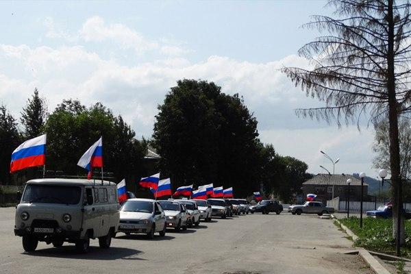 День Государственного флага РФ в Зеленчукской отметили автопробегом