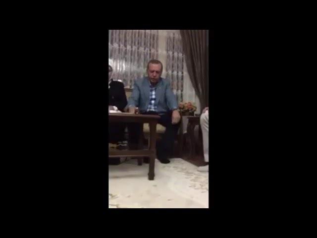 Президент Турции Эрдоган посетил дом шахида и прочел аяты из Корана
